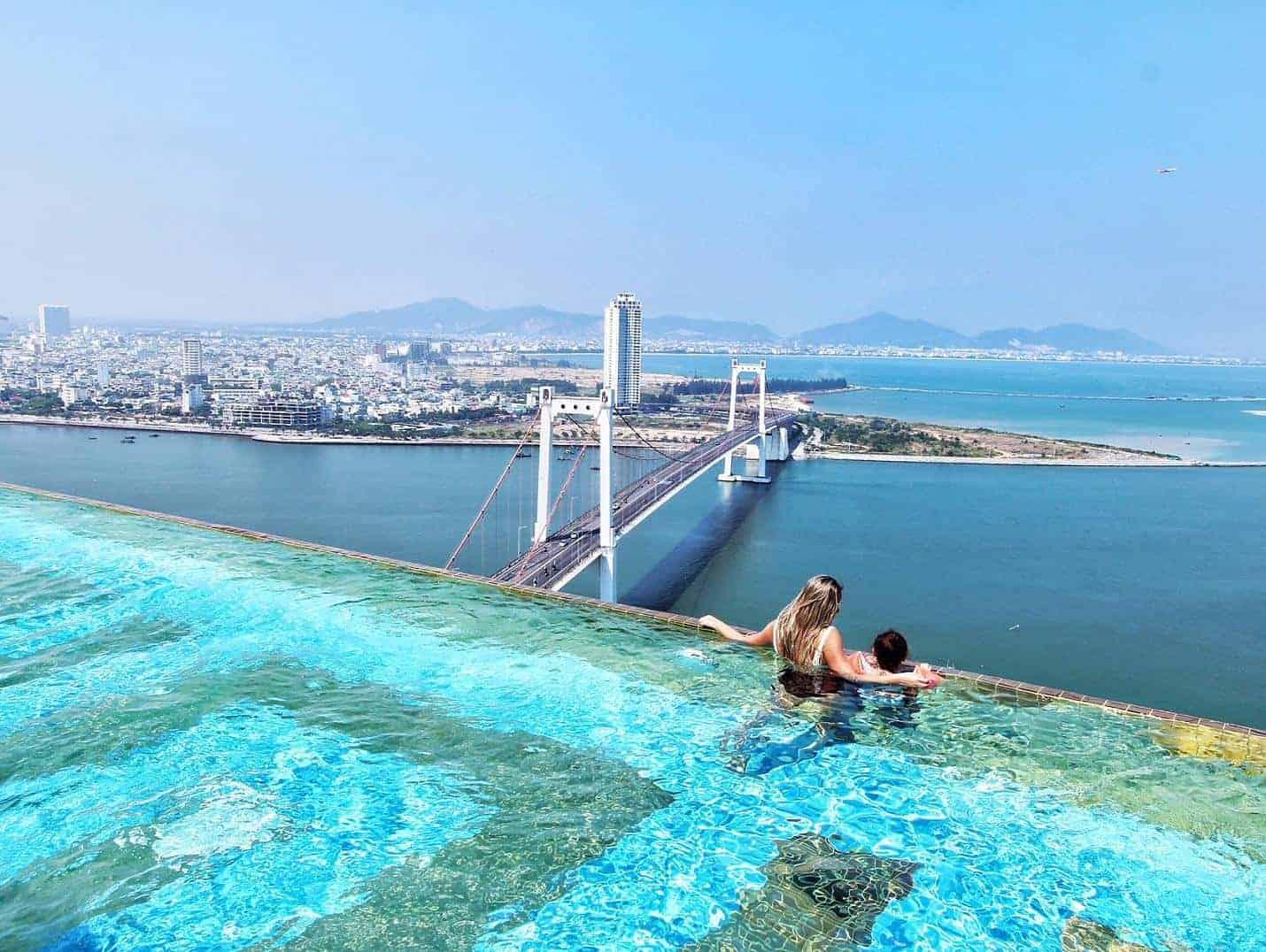Bể bơi vô cực dát vàng view đẹp nhất Việt Nam- Đà Nẵng Golden Bay
