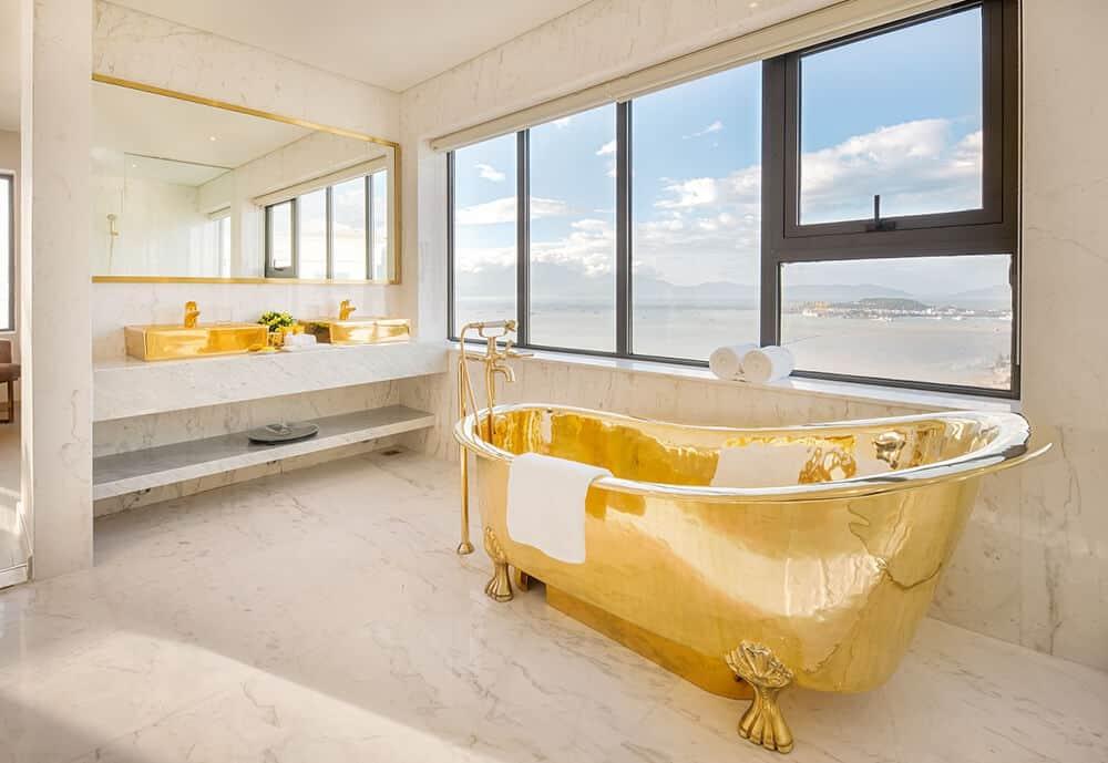 nhà vệ sinh đà nẵng golden bay